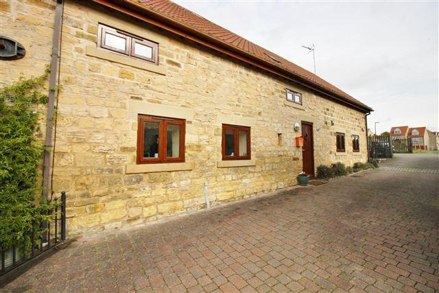 3 Bedrooms Semi Detached House for sale in Wells Garden Walk, North Anston, Sheffield, S25 4EG