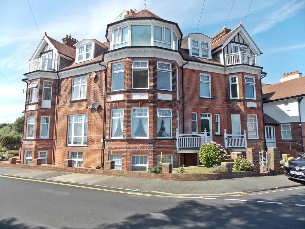 2 Bedrooms Flat for sale in Graham Court, Hamilton Gardens, Felixstowe, IP11