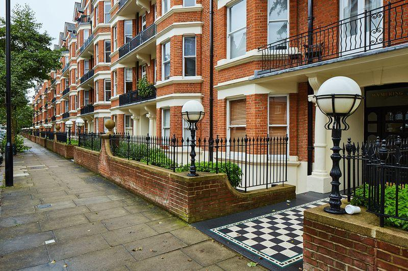 3 Bedrooms Apartment Flat for sale in Wymering Road, Maida Vale