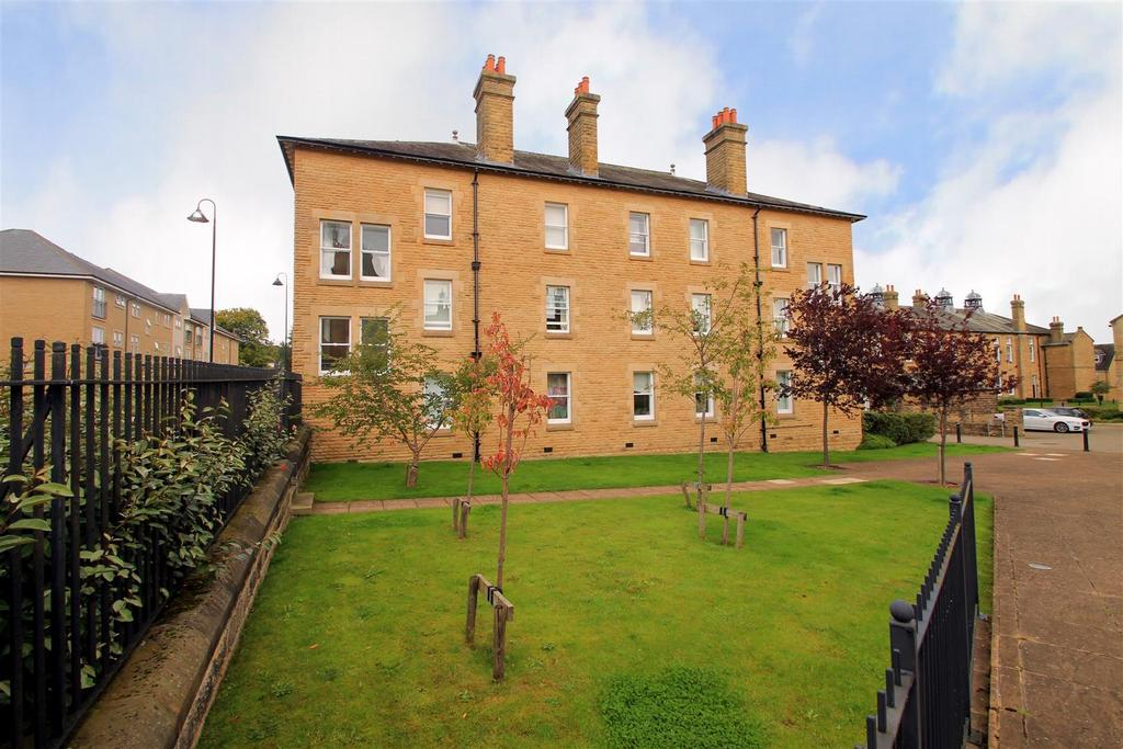 3 Bedrooms Apartment Flat for sale in Woodale House, Clifford Drive, Menston