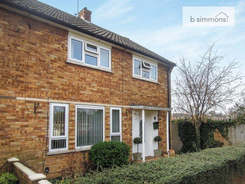 3 Bedrooms Semi Detached House for sale in Langley Broom, Langley