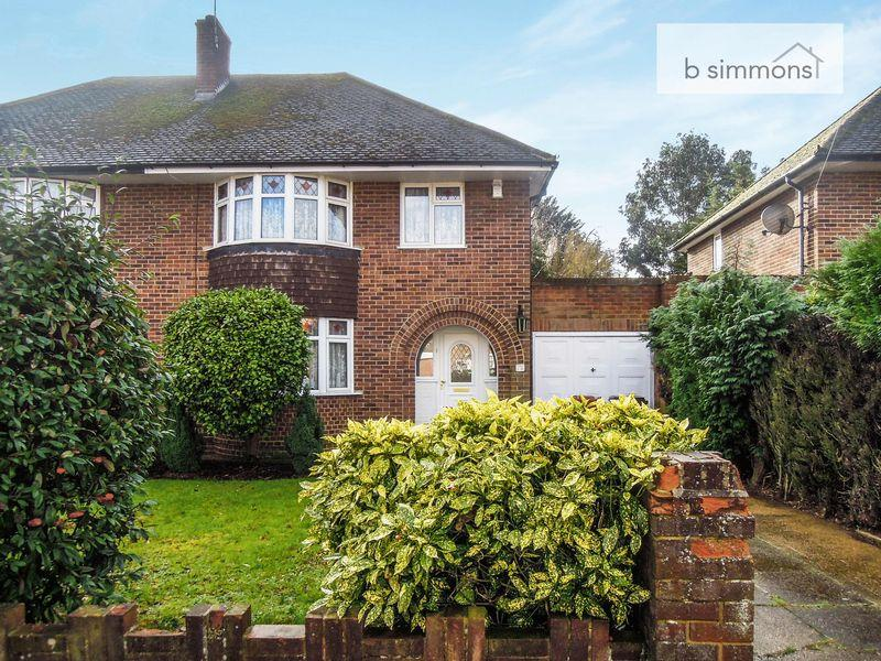 3 Bedrooms Semi Detached House for sale in Castleview Road, Slough