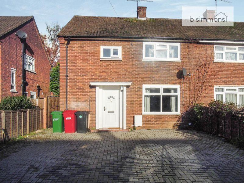 3 Bedrooms Semi Detached House for sale in Churchill Road, Langley