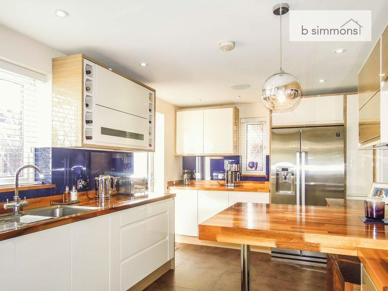 4 Bedrooms Detached House for sale in Maplin Park, Langley.