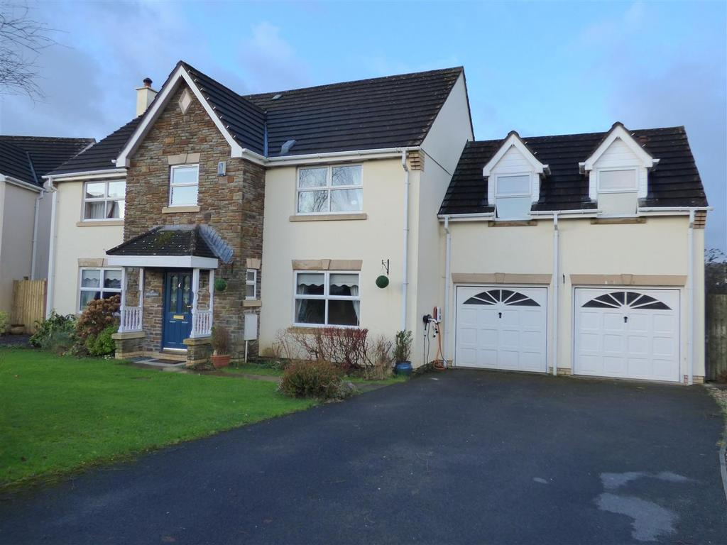 5 Bedrooms Detached House for sale in Ffordd Y Briallu, Abergwili, Carmarthen