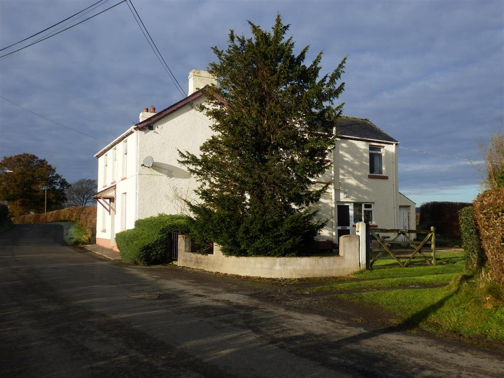 3 Bedrooms Detached House for sale in Llangadog