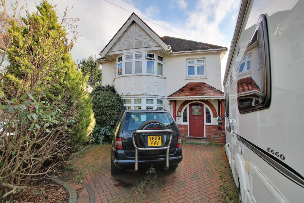4 Bedrooms Detached House for sale in Upper Shirley, Soutampton