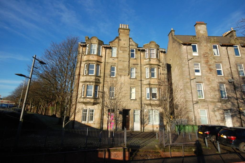 2 Bedrooms Ground Flat for sale in College Street, Dumbarton G82 1NH