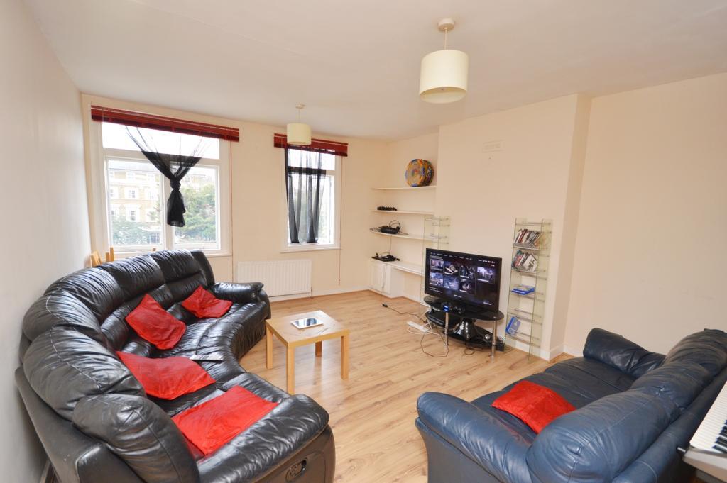 3 Bedrooms Flat for sale in Lewisham Way Brockley SE4