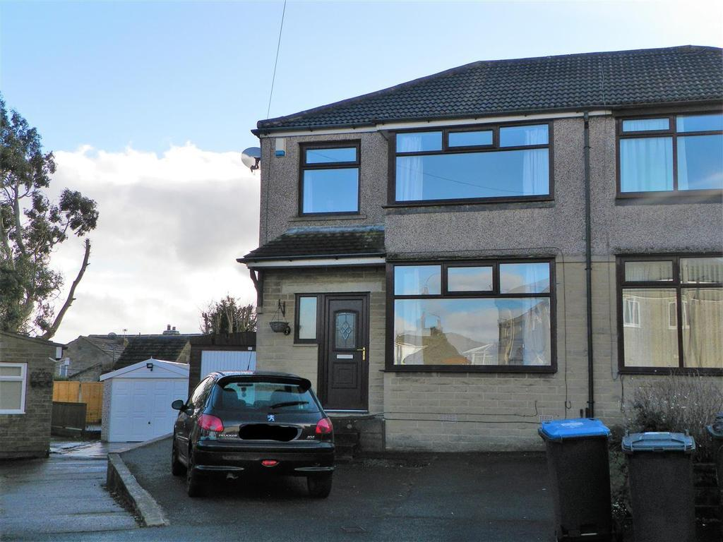 3 Bedrooms Semi Detached House for sale in Fairway Close, Wibsey, Bradford, BD7 4JQ