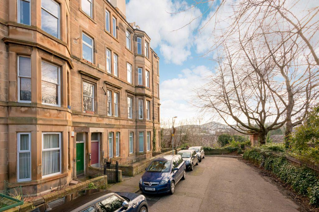 2 Bedrooms Flat for sale in 2/3 Gosford Place, Edinburgh, EH6 4BJ