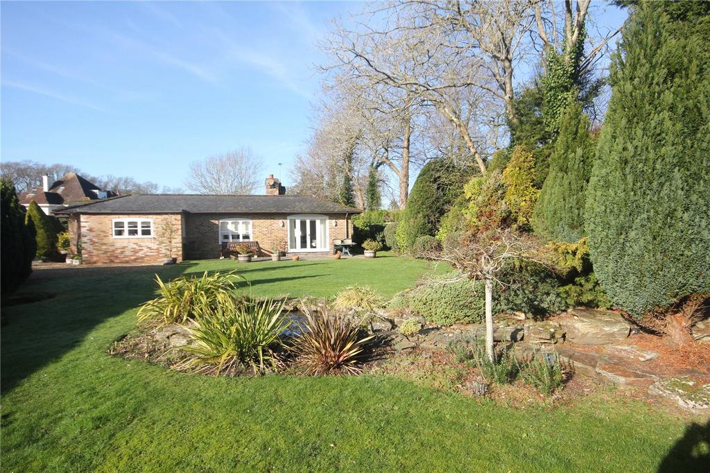 4 Bedrooms Detached Bungalow for sale in Sea View Road, Christchurch, Dorset, BH23