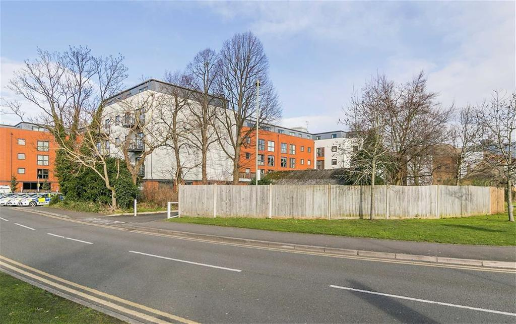 2 Bedrooms Flat for sale in Capitol Square, Epsom, Surrey