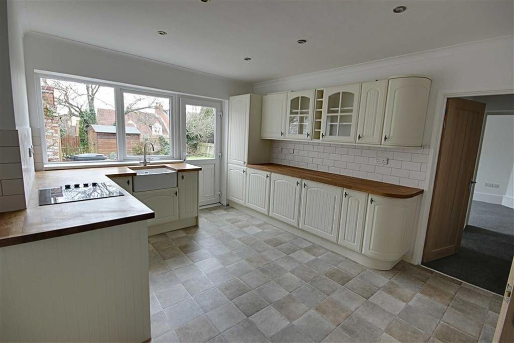 2 Bedrooms Cottage House for sale in Front Street, East Boldon, Tyne Wear