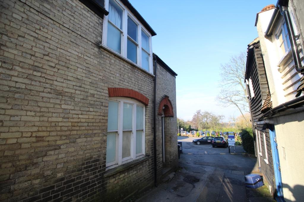3 Bedrooms Apartment Flat for rent in High Street, Epping, CM16