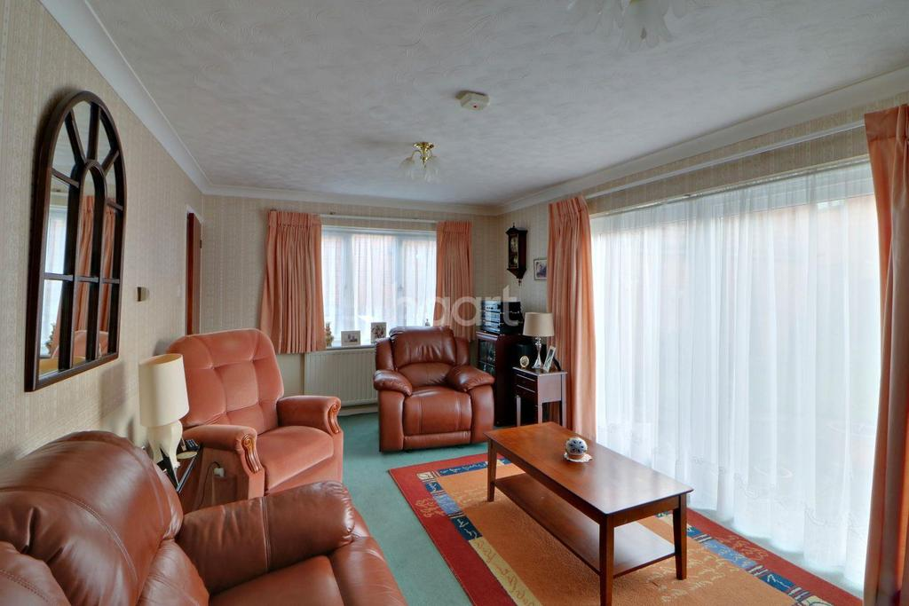 3 Bedrooms Detached House for sale in Holsworthy, Shoeburyness