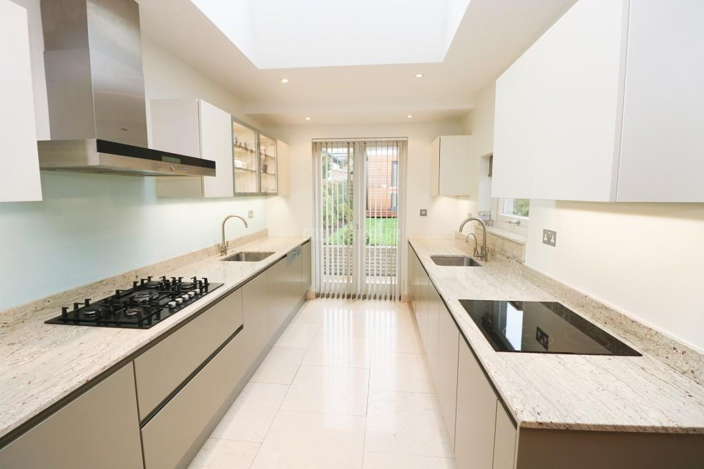 6 Bedrooms Semi Detached House for sale in Temple Fortune, London