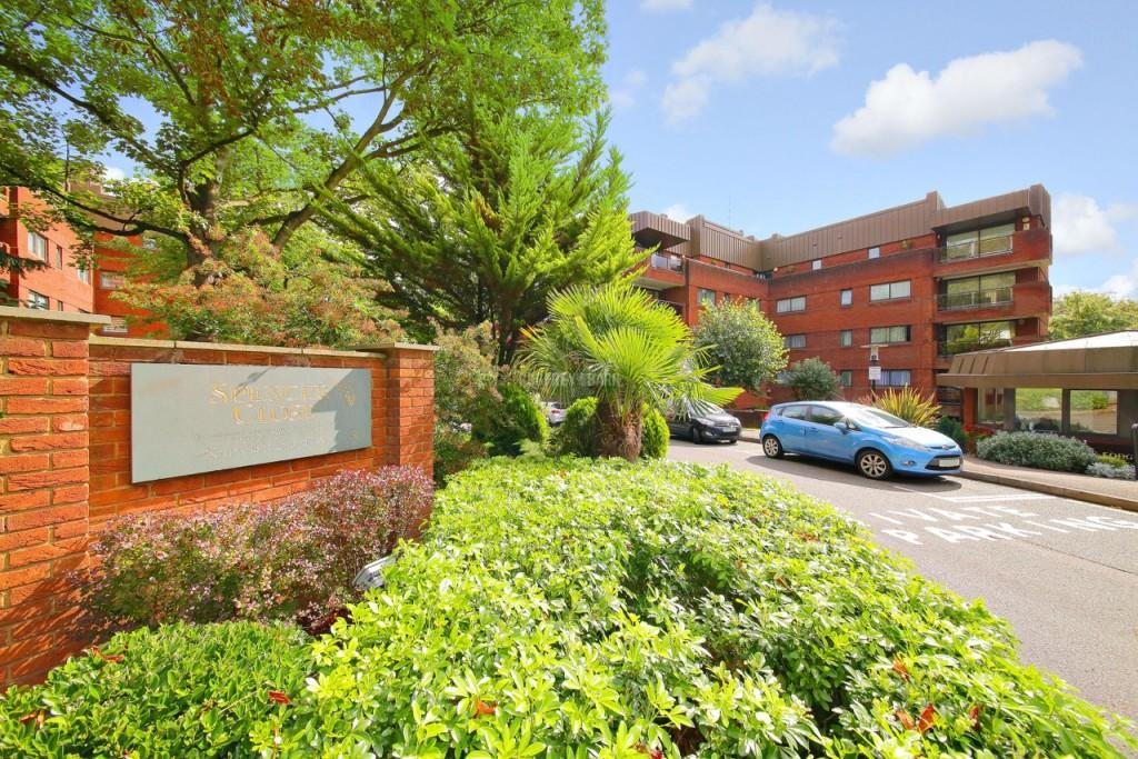4 Bedrooms Apartment Flat for sale in Spencer Close, Finchley