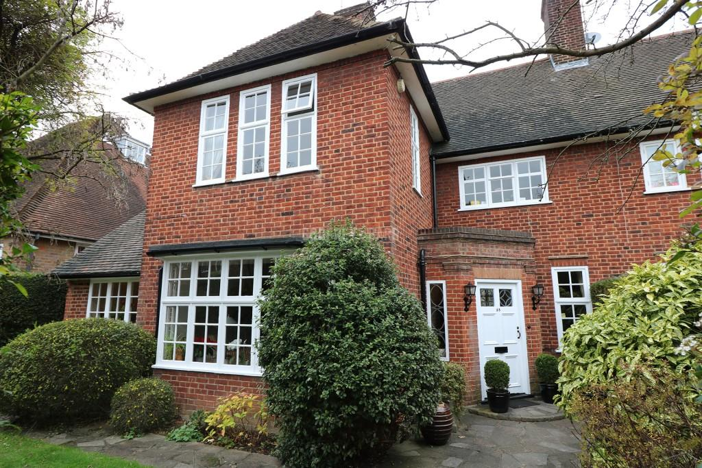 4 Bedrooms Semi Detached House for sale in Middleway, Hampstead Garden Suburb