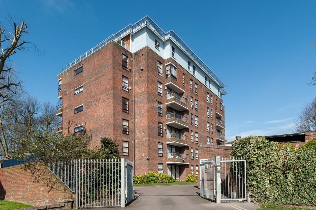 2 Bedrooms Apartment Flat for sale in Canons Corner, Stanmore/Edgware borders