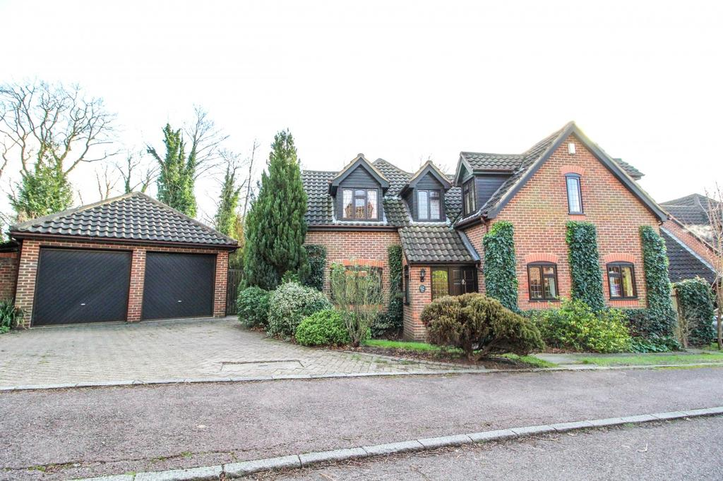 5 Bedrooms Detached House for sale in The Chase, Seven Arches Road, Brentwood, Essex, CM14