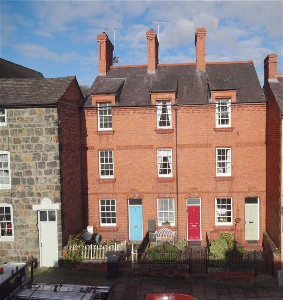3 Bedrooms Terraced House for sale in 2, Park Terrace, Mount Street, Welshpool, Powys, SY21