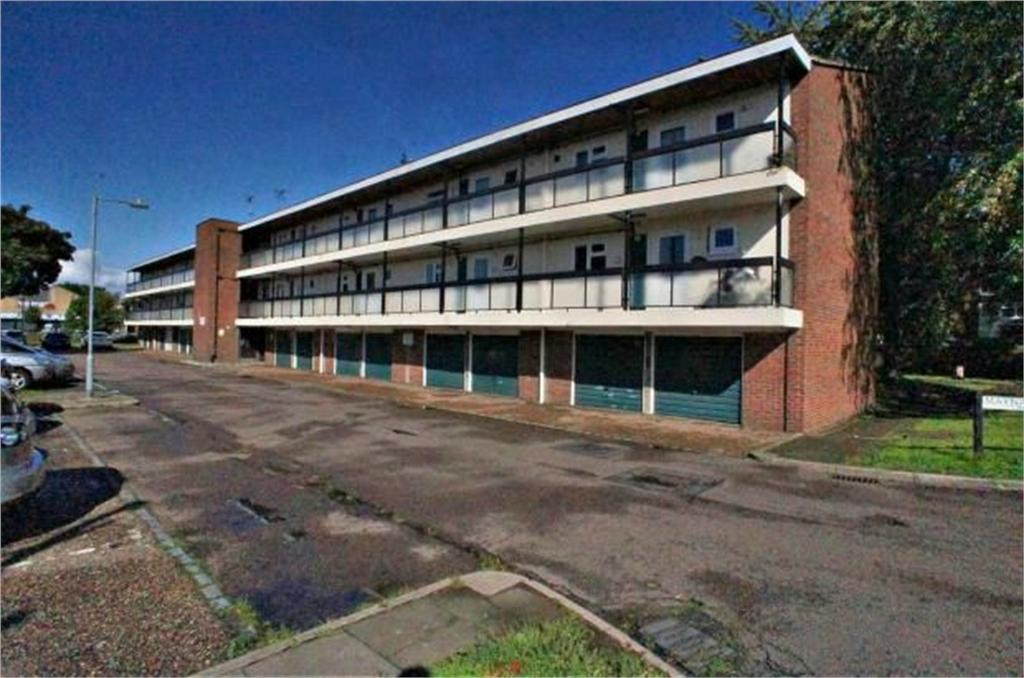 1 Bedroom Flat for sale in 52 Maynard Court, WALTHAM ABBEY, Essex