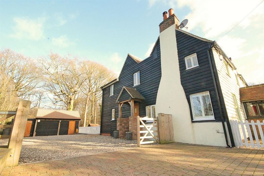 4 Bedrooms Cottage House for sale in Main Road, Bicknacre, CHELMSFORD, Essex