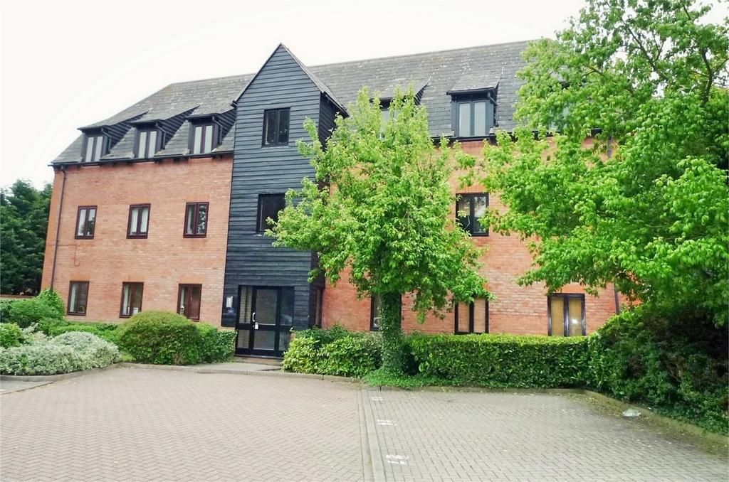 2 Bedrooms Flat for sale in Canvey Walk, CHELMSFORD, Essex