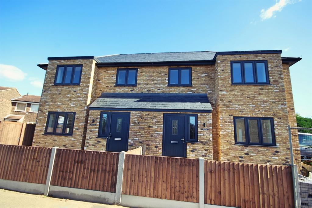 3 Bedrooms Semi Detached House for sale in Pump Lane, Springfield, Chelmsford, Essex