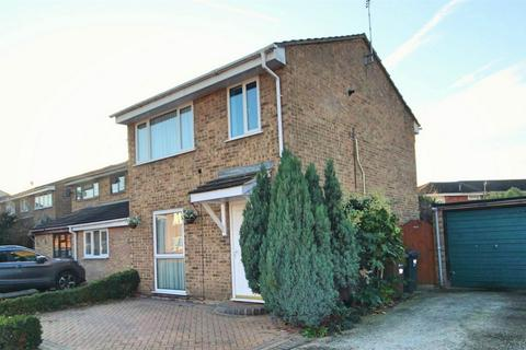 3 bedroom semi-detached house for sale - Petunia Crescent, CHELMSFORD, Essex
