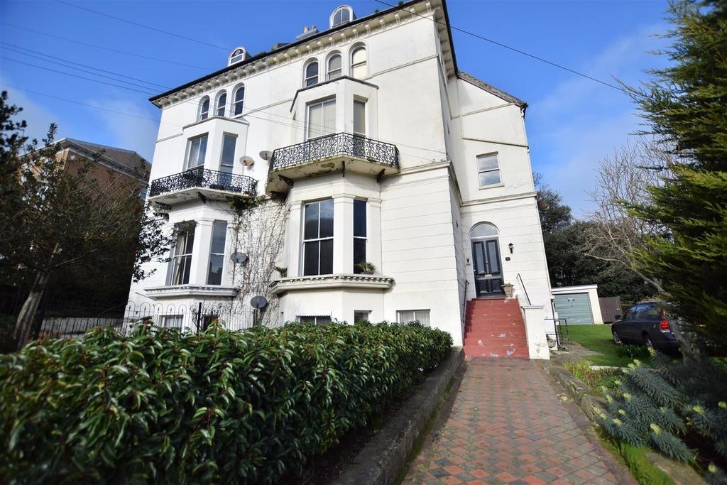2 Bedrooms Flat for sale in Pevensey Road, St Leonards on Sea