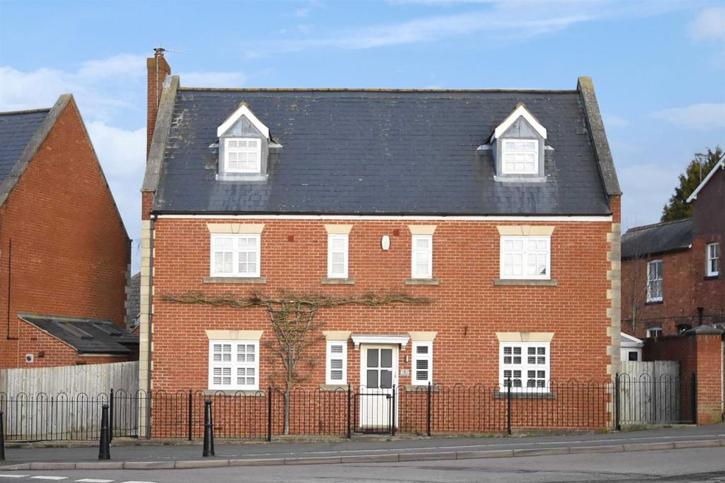 5 Bedrooms Detached House for sale in High Street, Broughton, Kettering