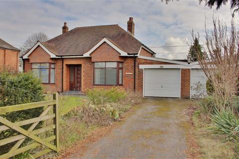 3 bedroom detached bungalow for sale - Main Road, Gloucester