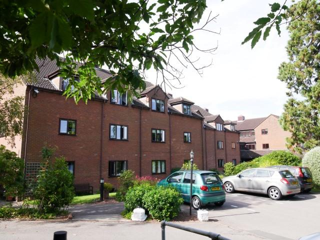 2 Bedrooms Flat for sale in Priory Court TA21