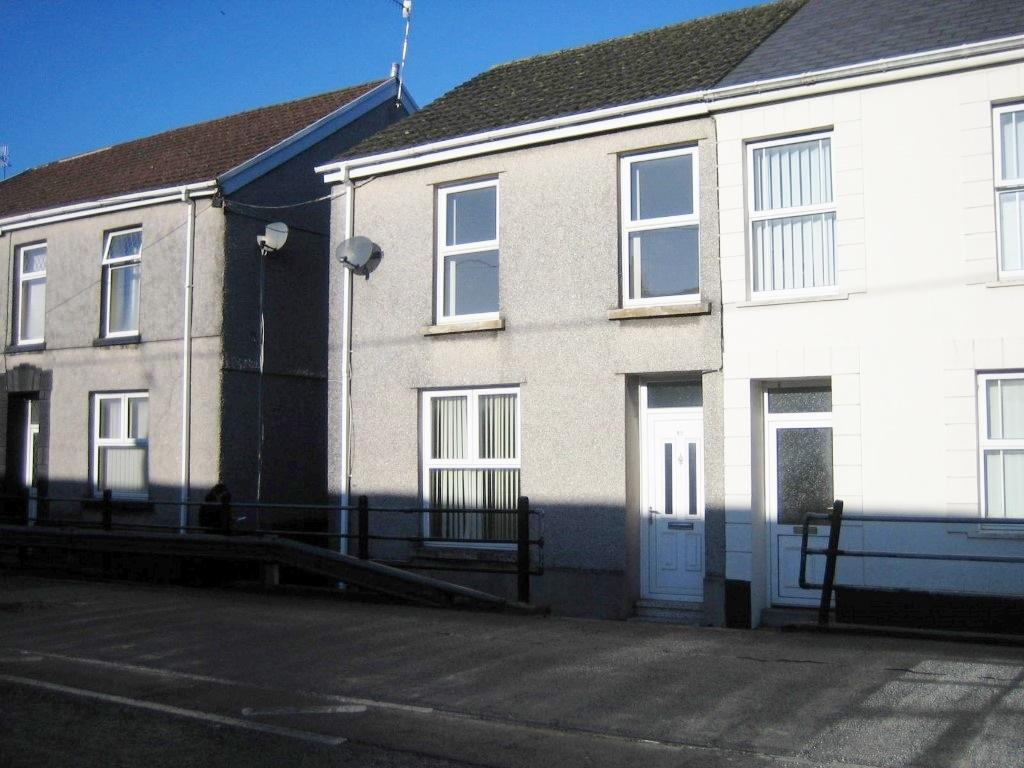 3 Bedrooms Semi Detached House for sale in Bryngwili Rd, Hendy