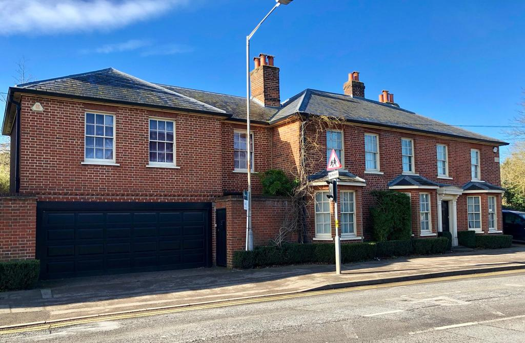 5 Bedrooms House for sale in Beaconsfield