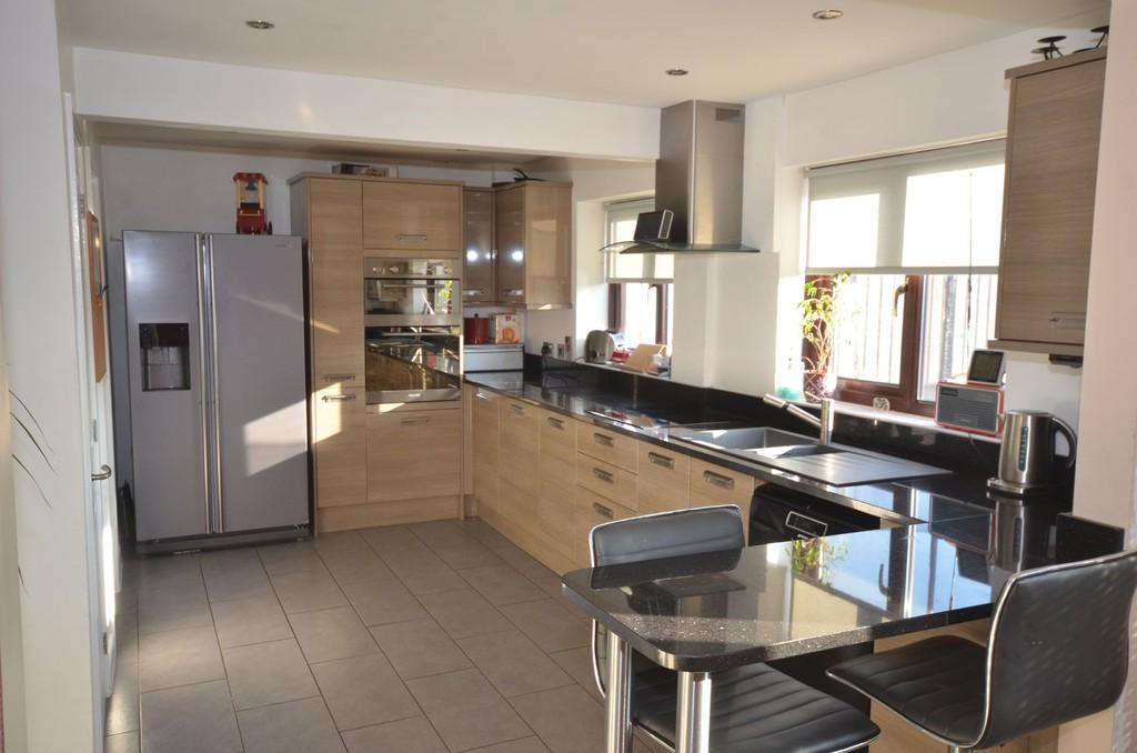 4 Bedrooms Semi Detached House for sale in Bryncastell, Bow Street
