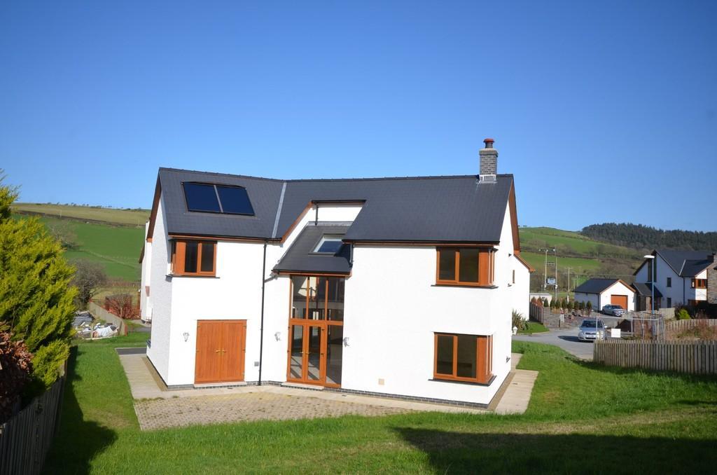 4 Bedrooms Detached House for sale in Cae Bach Rhiw, Rhydyfelin, Aberystwyth