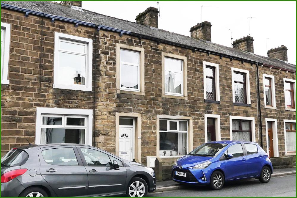 4 Bedrooms Terraced House for sale in Colne Road, Earby BB18