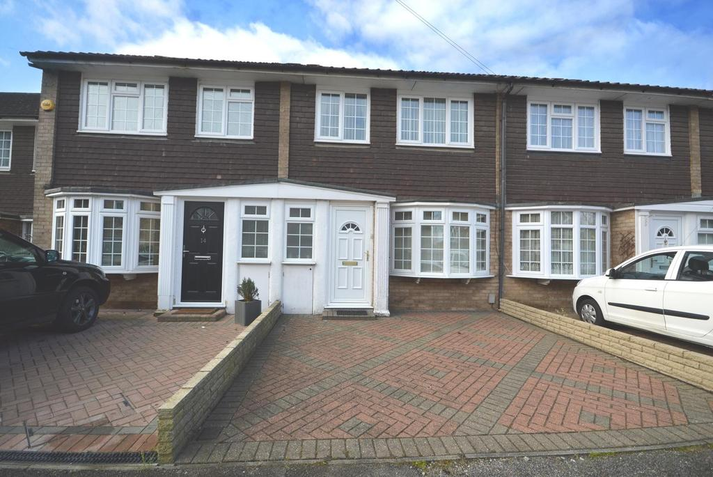 3 Bedrooms Terraced House for sale in Sims Close, Romford, Essex, RM1
