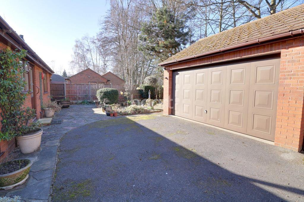 3 Bedrooms Bungalow for sale in Tudor Road, Lincoln