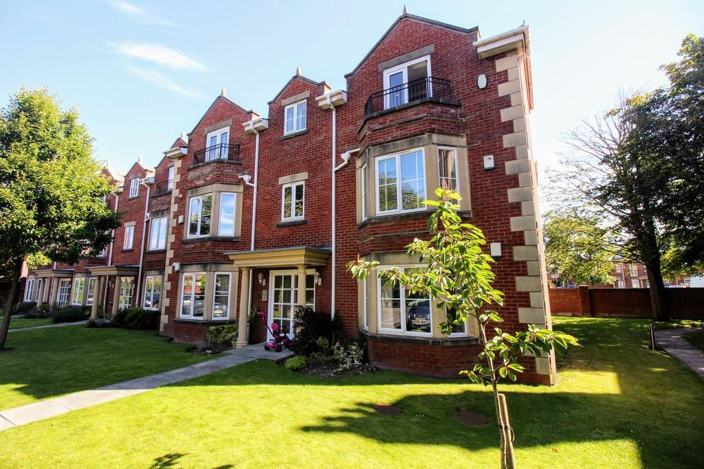 2 Bedrooms Apartment Flat for sale in The Elms, Whitegate Drive