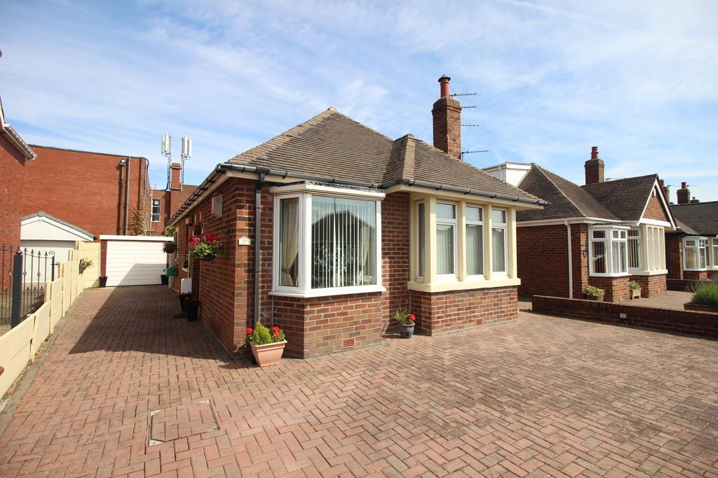 2 Bedrooms Detached Bungalow for sale in Cambray Road, North Shore