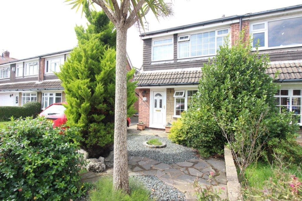 3 Bedrooms Semi Detached House for sale in Valentia Road, Bispham