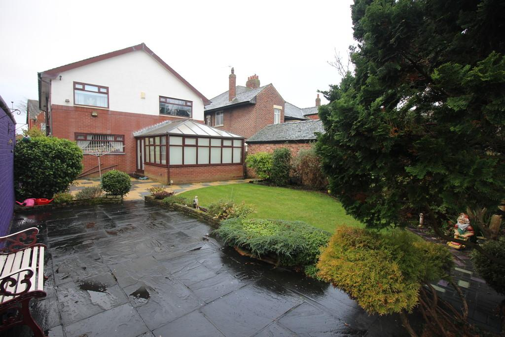 4 Bedrooms Detached House for sale in Newton Drive, Stanley Park