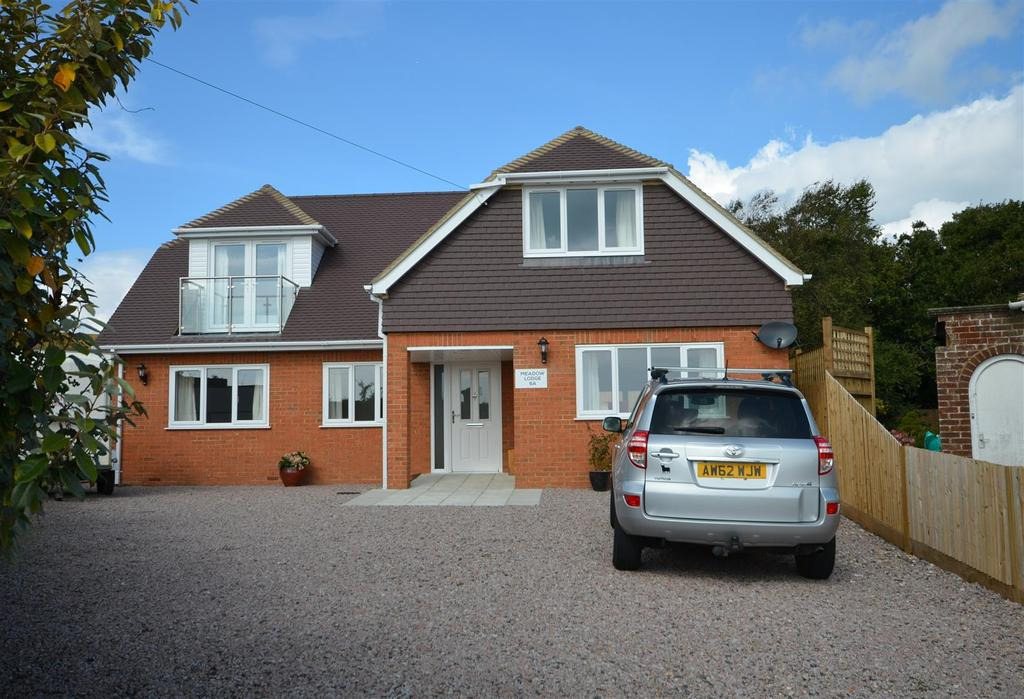 4 Bedrooms Detached House for sale in Meadow Lodge, Meadow Way, Fairlight