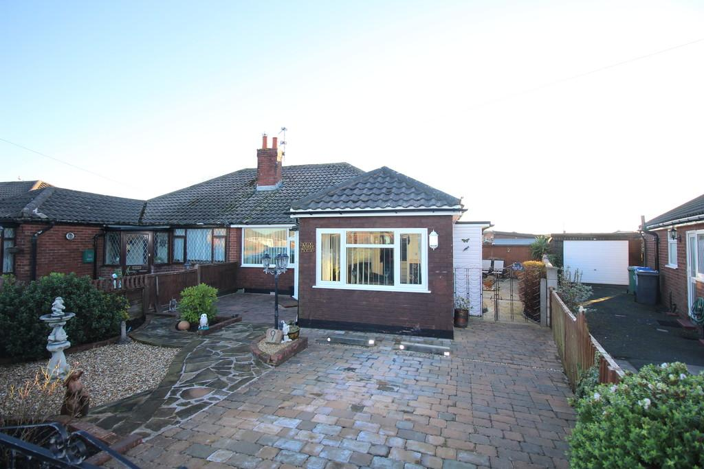 2 Bedrooms Semi Detached Bungalow for sale in Dovedale Avenue, Thornton-Cleveleys