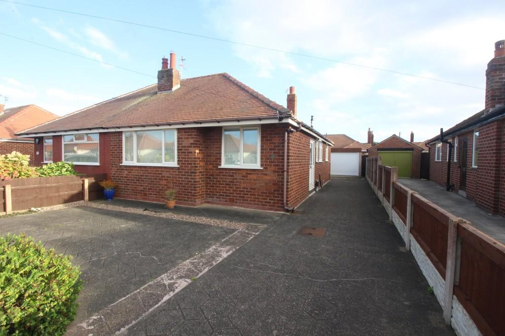 2 Bedrooms Semi Detached Bungalow for sale in Northumberland Avenue, Thornton-Cleveleys