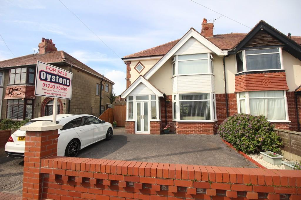 3 Bedrooms Semi Detached House for sale in Carr Gate, Thornton Cleveleys